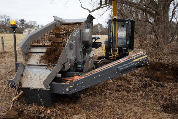 Kompatto 221 mobile compact screener processing topsoil