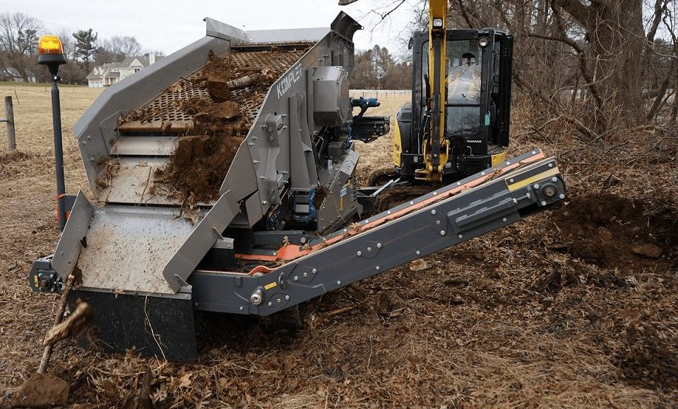 Kompatto 221 mobile compact screener processing topsoil