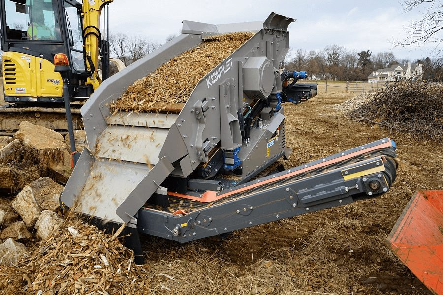 Kompatto 221 mobile compact screener processing wood chips