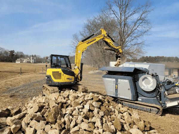 kjc704-mini-mobile-crusher-machine-processing-bedrock