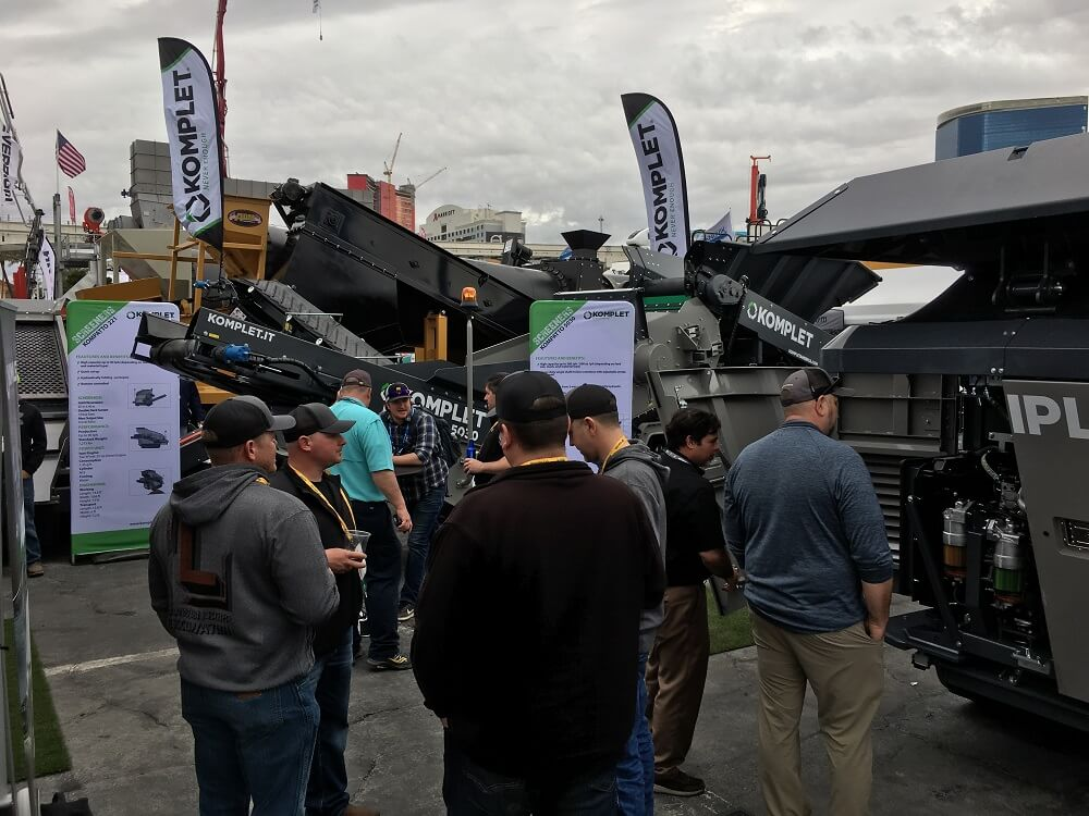 komplet-booth-busy-at-conexpoconagg-komplet-north-america