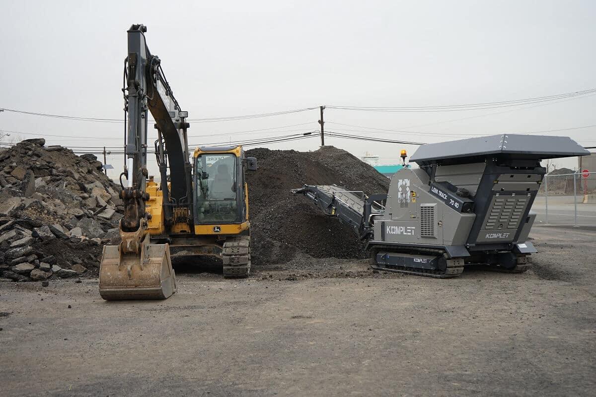 lt-7040-application-concrete-and-asphalt-demolition-waste-from-rebuilding-extension-komplet-north-america