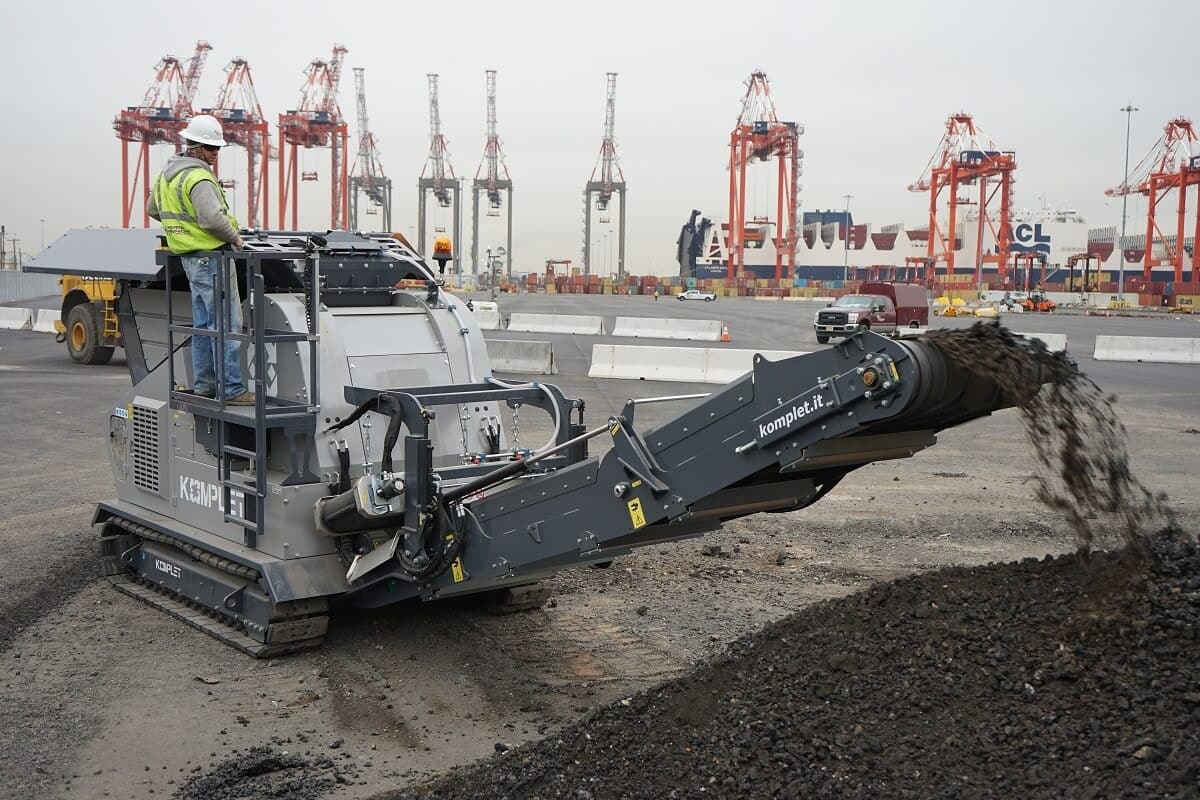 komplet-lt-7040-jaw-crusher-rental-at-port-extension-project-komplet-north-america