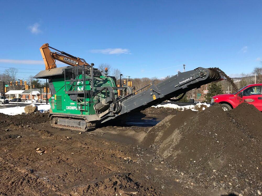 komplet-lt-7040-mobile-compact-jaw-crusher-gas-station-demolition-job-komplet-north-america