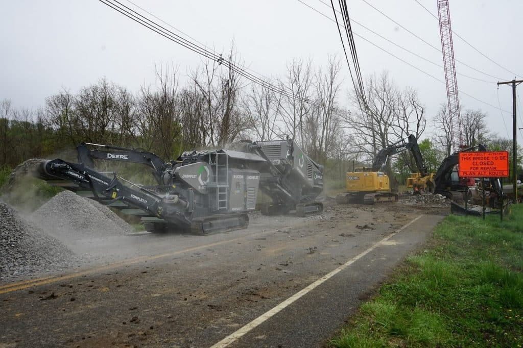 krokodile shredder-k-jc-704-crusher application-concrete-demolition-waste-from-old-bridge