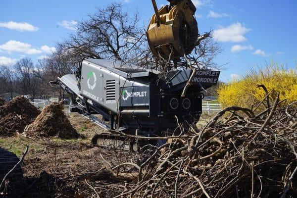 krokodile-shredder-processing-wood-brush-at-farm-komplet-north-america