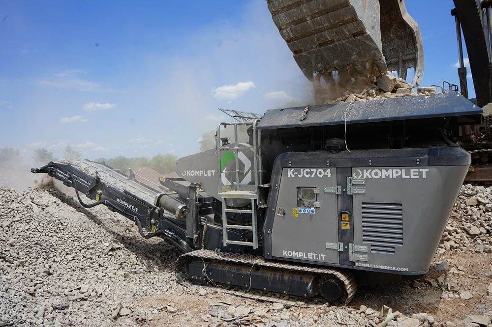 komplet-kjc704-compact-mobile-jaw-crusher-on-site-crushing-concrete-waste-komplet-north-america