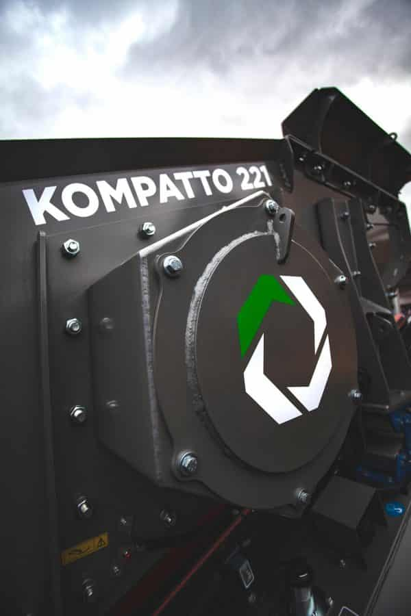 kompatto-221-mobile-screener-close-up-13-komplet-north-america