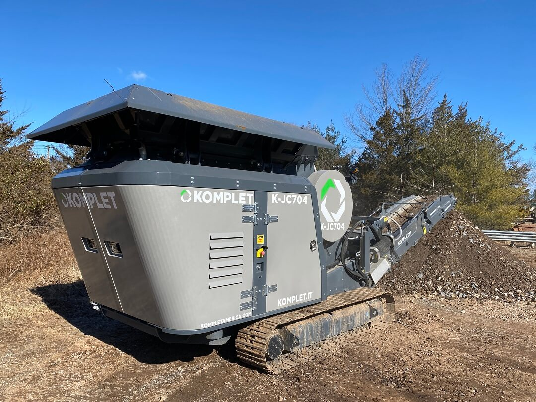 small-jaw-crusher-processing-concrete-and-asphalt-komplet-america