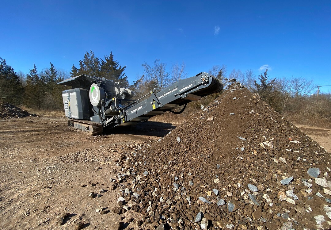 Small Jaw Crusher Processing Concrete and Asphalt Debris wide-angle-picture-of-small-jaw-crusher-komplet-america