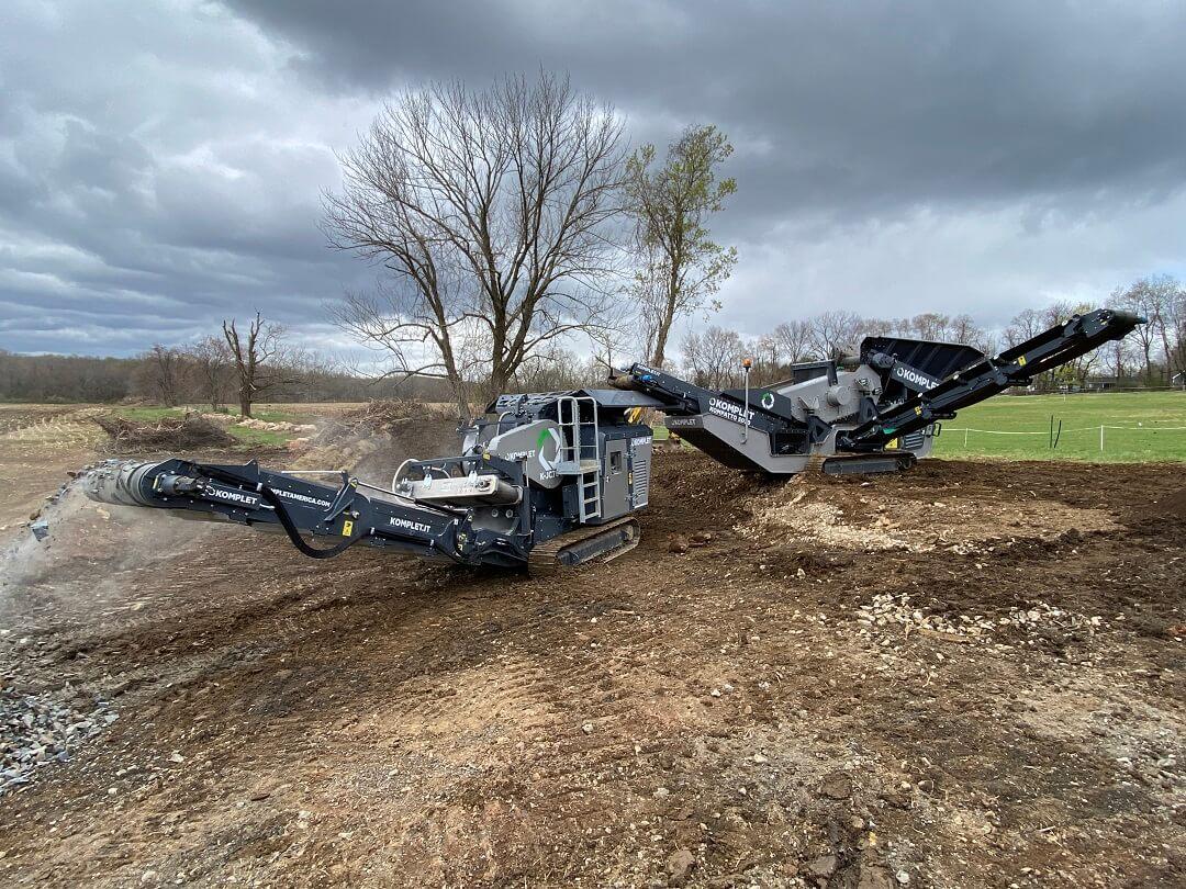 mobile-screener-crusher-machine-processing-bedrock-excavated-soil